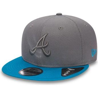 Casquette plate grise snapback avec logo grise et visière bleue 9FIFTY Essential Diamond Era Atlanta Braves MLB New Era