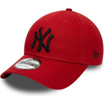 Casquette courbée rouge ajustable avec logo noir 9FORTY League Essential New York Yankees MLB New Era
